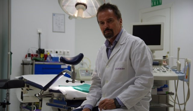El doctor Jan Tesarik, director de la Clínica Margen de Granada