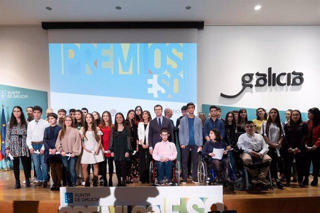 """Galicia reconoce el rendimiento y el esfuerzo de 40 estudiantes de ESO, que Feijóo describe como """"la mejor generación"""""""