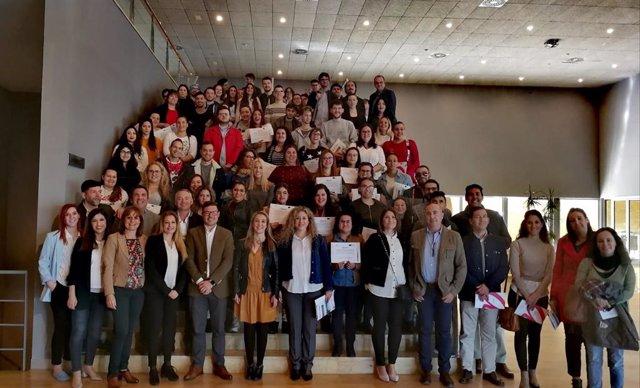 Sevilla.- Un total de 179 jóvenes de Alcalá se han formado a través del programa Apolo Joven y 84 han conseguido empleo