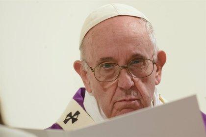 El papa volverá a lavar los pies de doce reclusos en Semana Santa y el Via Crucis se centrará en la trata de personas