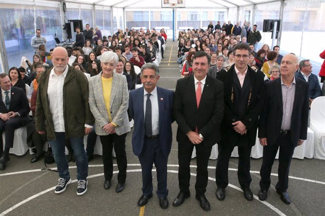 Laredo.- Revilla destaca la calidad de la enseñanza pública de Cantabria y llama a sentir orgullo