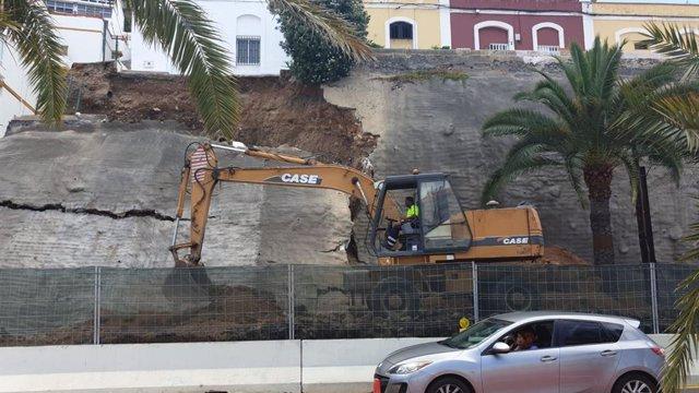 Comienzan los trabajos para asegurar el muro que se desprendió en Las Palmas de Gran Canaria