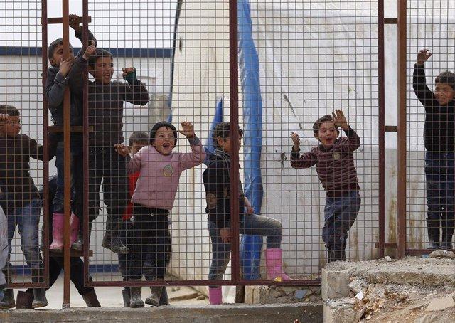 Desplazados sirios en la frontera con Turquía