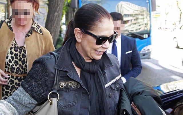 Isabel Pantoja aprovecha su visita a Madrid para someterse a los exámenes médicos para 'Supervivientes'