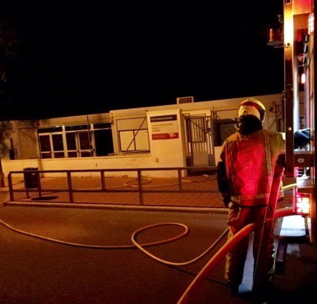 Alicante.- Sucesos.- El CEIP Dama de Guardamar sufre un incendio y tendrá que reubicar a 287 alumnos