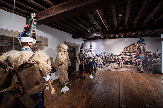 Cultura inicia el sábado las actividades complementarias de la exposición 'Vijaneros'
