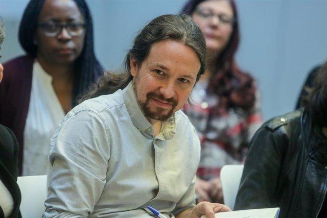 El secretario general de Unidas Podemos, Pablo Iglesias, participa en una asamblea con colectivos del ámbito de la sanidad