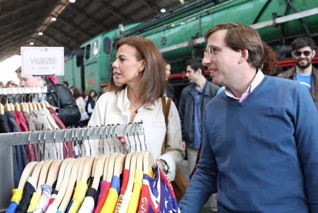 El portavoz del PP en el Ayuntamiento de Madrid y candidato a la Alcaldía, José Luis Martínez Almeida, visita el Mercado de Motores en el Museo del Ferrocarril en Madrid.