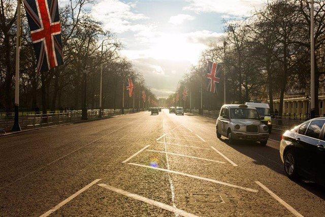 Entra en vigor esta medianoche la tasa para entrar en el centro de Londres con coches contaminantes