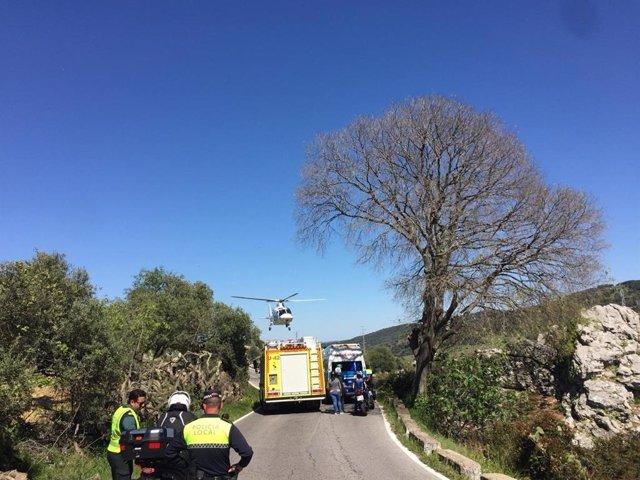 Cádiz.- Sucesos.- Al hospital en helicóptero una mujer tras un accidente de moto y caer a un riachuelo en Ubrique