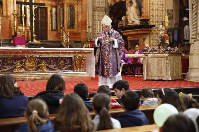 Córdoba.- La Mezquita-Catedral acoge el encuentro diocesano de niños con el obispo