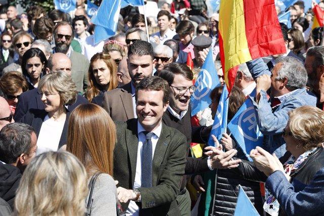 VÍDEO: Más de 2.000 personas aplauden a Casado en su acto central en la plaza de San Pablo de Valladolid