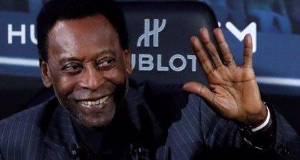 Pelé es operado con éxito de un cálculo renal en Brasil