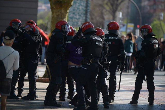 Ascienden a cuatro los detenidos en los incidentes de Bilbao durante la concentración en contra de Vox