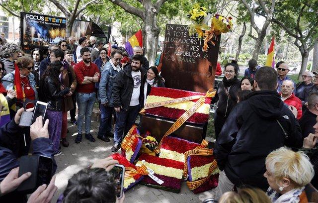 El barri de Nou Barris de Barcelona celebra la Primavera Republicana amb una ofrena floral