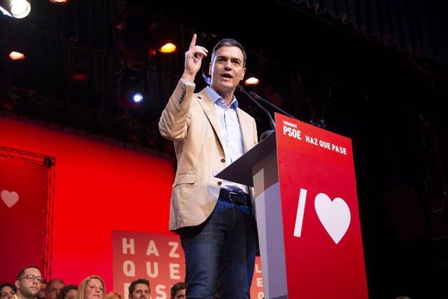 Sánchez se compromete a hablar con el independentismo sólo dentro de la Constitución y del Estatuto de autonomía