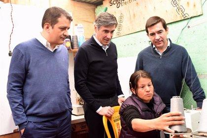 El presidente de BBVA visita en Colombia a una joven emprendedora de la Fundación Microfinanzas BBVA