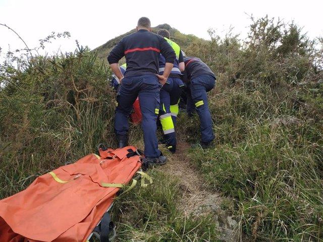 Evacuada una senderista lesionada en una zona de monte de Pedredo (Arenas de Iguña)