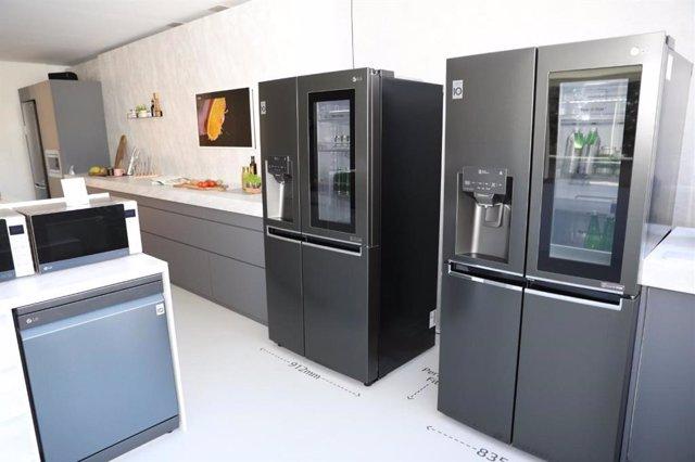 LG presenta su frigorífico InstaView que muestra su interior al hacer 'toc toc' en el cristal