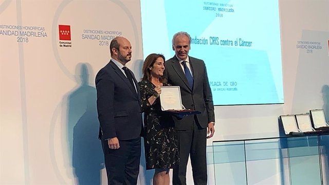 CRIS Contra el Cáncer recibe la placa de oro de la sanidad madrileña por su contribución a la investigación de cáncer