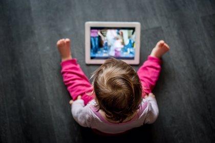 Relacionan disponer de pantallas en el dormitorio con sedentarismo y menor tiempo de estudio en adolescentes