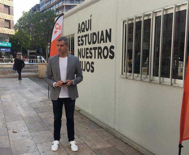 """28A.- Cs Denuncia Con Un Barracón """"Dónde Estudian 13.000 Niños"""" Y Se Compromete A Sacarlos Eliminando """"Gasto Superfluo"""""""