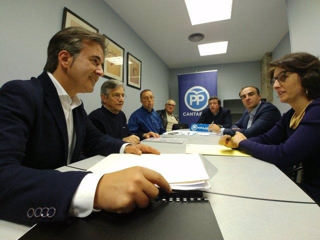 """28A.- El PP Acusa A Sánchez De """"Abocar Al Cierre"""" A Un Millar De Negocios En El Litoral Cántabro"""