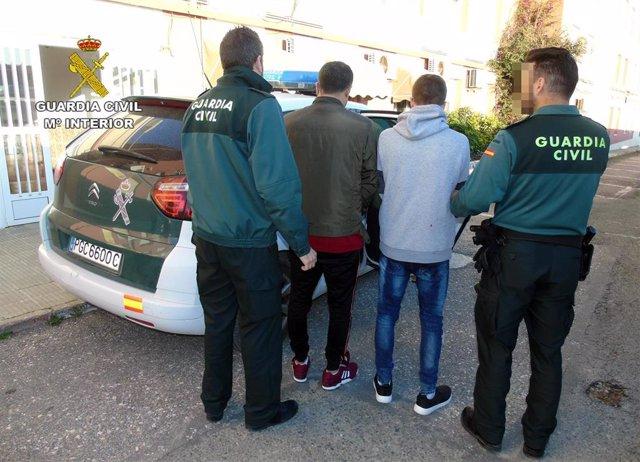 Guardia Civil detiene a dos jóvenes por robar en más de una docena de viviendas en La Manga