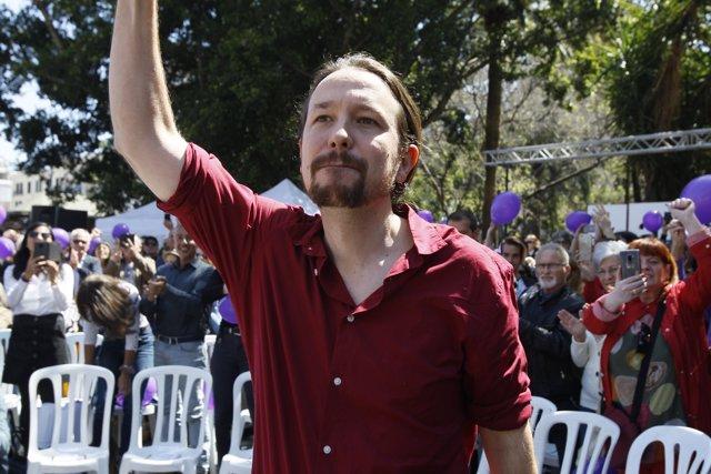 Unas 300 personas asisten al acto de Pablo Iglesias en Palma