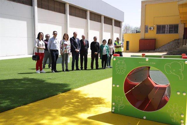 Sevilla.- El alcalde de El Ronquillo y Villalobos supervisan las mejoras del parque de turismo y aventura del municipio