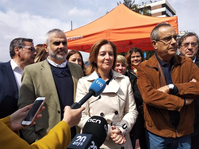 """28A.- Corbacho Recolza La Campanya De Cs I Li Agraeix La """"Generositat"""" Per la Candidatura De Valls"""