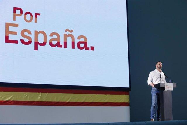 Acto político de Vox en el Palacio de Congresos de Oviedo con la presencia del candidato de Vox a la presidencia del Gobierno de España, Santiago Abascal y el funcionario de prisiones, José Antonio Ortega Lara