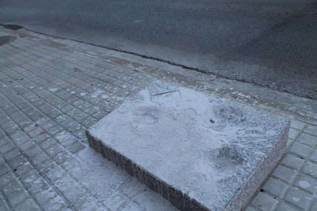 Successos.- Cobreixen amb ciment un monument commemoratiu del bombardeig de la Guerra Civil en Els Franqueses (Barcelona)