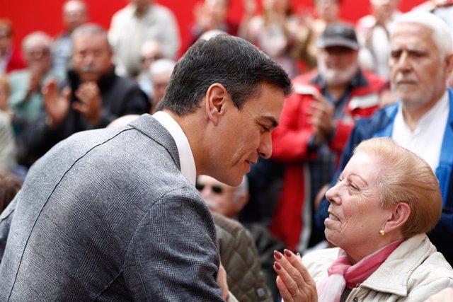 Pedro Sánchez participa en un acto en el Centro Municipal de Mayores Juan Muñoz de Leganés (Madrid)