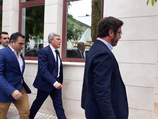 El exalcalde de Jaén, José Enrique Fernández de Moya a su llegada al juzgado