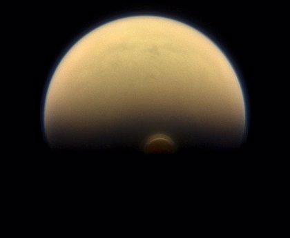 Inesperados vientos supersónicos sacuden la atmósfera alta de Titán
