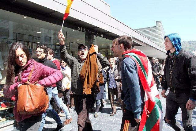 VÍDEO: Radicales de la izquierda abertzale insultan y golpean a los asistentes al mitin de Vox en San Sebastián