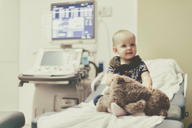 Niño enfermos, cáncer infantil, consulta pediatra
