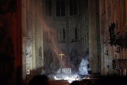 Extinguido el incendio en la catedral de Notre Dame de París