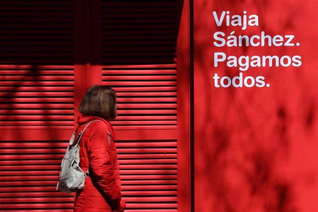 El PP abre 'Falcon Viajes' al lado de la sede del PSOE en Ferraz para denunciar el uso de Sánchez del avión oficial