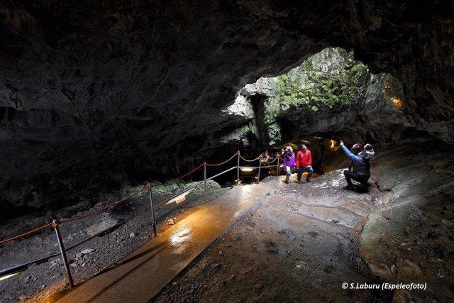 S.Santa.- Villanúa propone actos culturales, visitas a la Cueva de Las Güixas y el Día del Libro en los próximos días