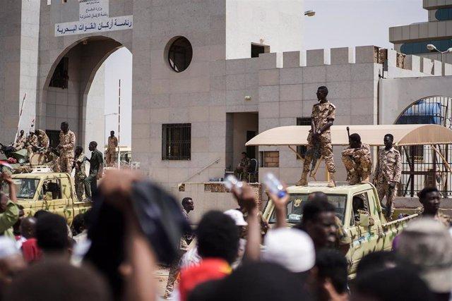AMP2.- Sudán.- Los manifestantes sudaneses exigen la entrega del poder a un gobierno civil