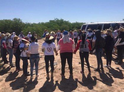 El colectivo 'Guerreras Buscadoras' del estado mexicano de Sonora da con 20 fosas clandestinas con 27 cuerpos