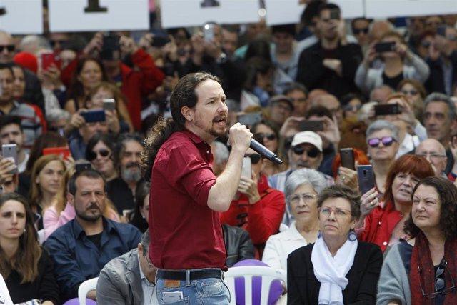 El candidato de Unidas Podemos a la presidencia del Gobierno, Pablo Iglesias, participa en un encuentro en Palma de Mallorca sobre precariedad laboral y vivienda