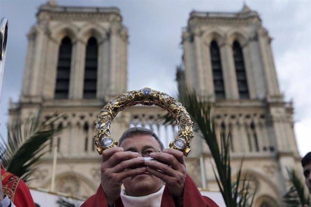 Francia.- La Corona de Espinas de Jesús y la Túnica de San Luis sobreviven al incendio de Notre Dame