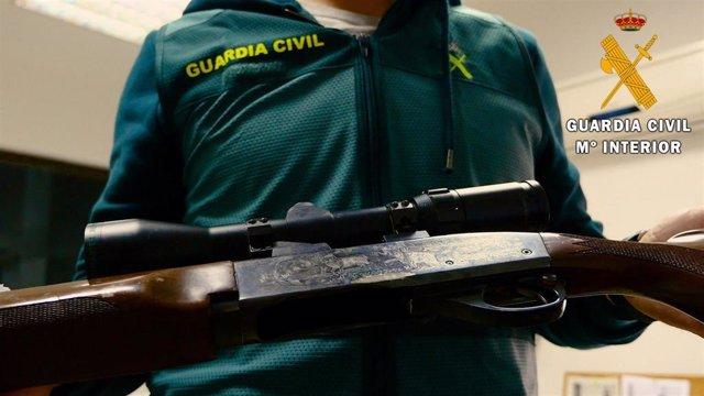 Almería.-Sucesos.- Detenido un hombre en Roquetas por presunto maltrato a su expareja y por tener un rifle y munición