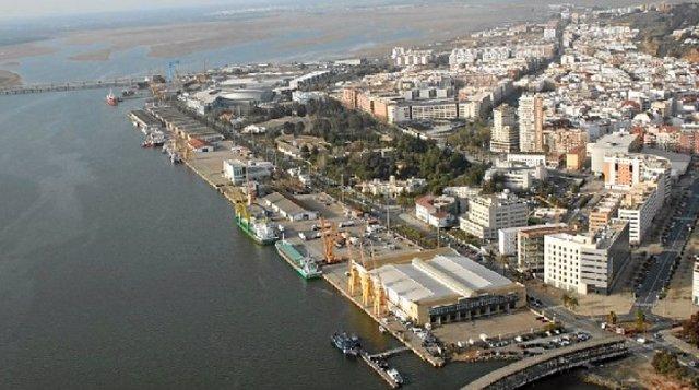 """Empresas de Huelva acuerdan colaborar con el Puerto por su """"importancia como motor económico"""""""