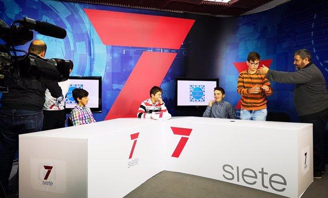 Granada.- Escolares graban un programa de televisión con Guadalinfo Albuñuelas