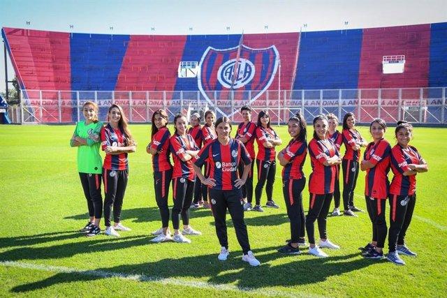 El San Lorenzo de Almagro se convierte en el primer equipo de fútbol femenino profesional en la historia de Argentina