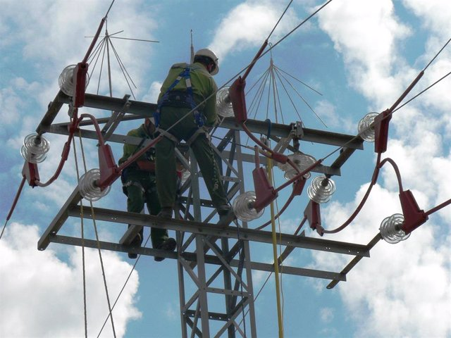 Nota Informativa / Iberdrola Adapta Sus Tendidos Eléctricos Para Proteger El Águ